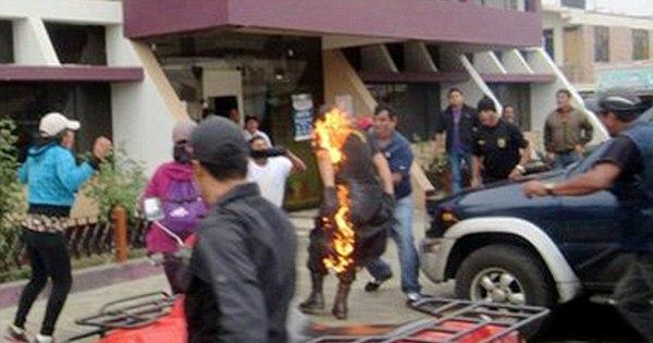 Absurdo: manifestantes ateiam fogo em policial durante protesto no ...