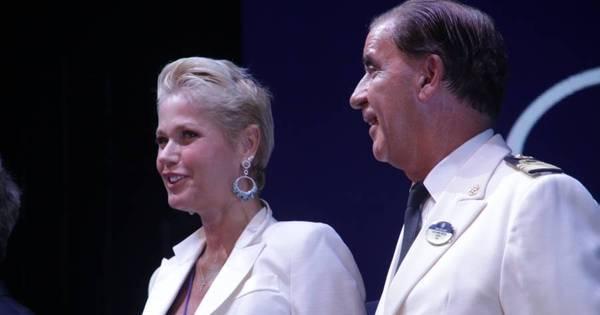 Madrinha de cruzeiro luxuoso, Xuxa se emociona em navio cheio ...