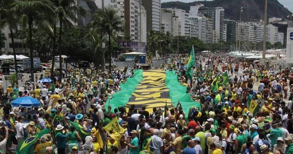 Bolsonaro é aplaudido e Cunha vaiado em ato pró-impeachment ...