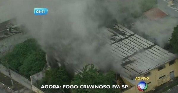 Incêndio criminoso consome galpão na zona leste - Notícias - R7 ...