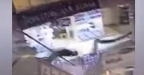 Homem morre após cair de escada rolante de shopping e aterrisar ...