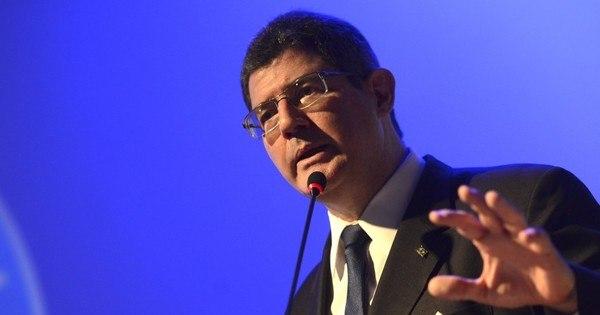Após novo rebaixamento do Brasil, Levy diz que é preciso votar ...