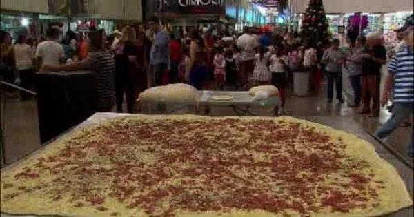 Boa ação natalina: homem faz pizza gigante para crianças carentes ...