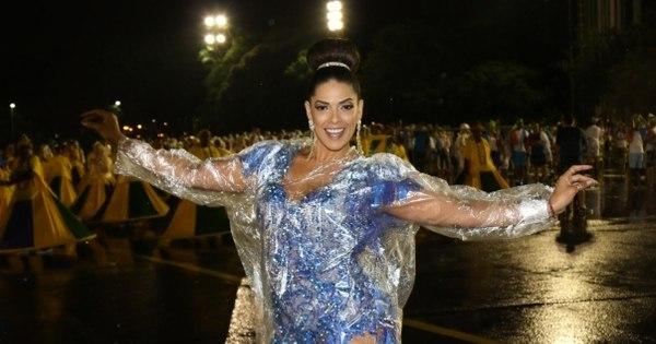 Debaixo de chuva, Nuelle Alves samba de capa em ensaio técnico ...