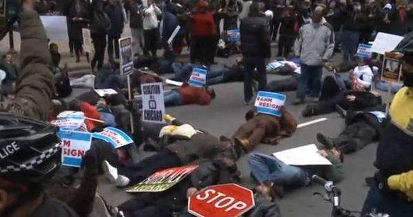 Marcha em Chicago protesta por violência policial contra negros ...