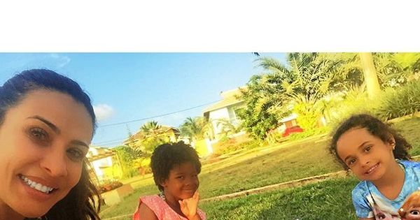 """Sheila Carvalho arma piquenique em família: """"Adoro ..."""