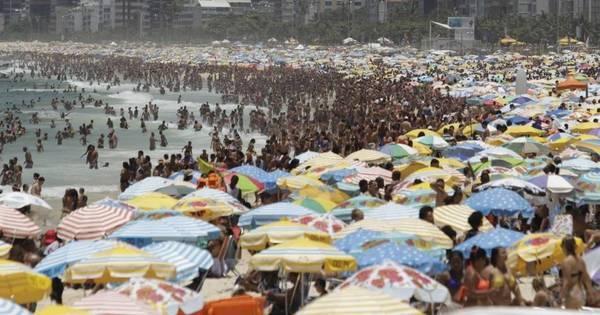 Temperatura passa de 38ºC e cariocas se refrescam nas praias no ...