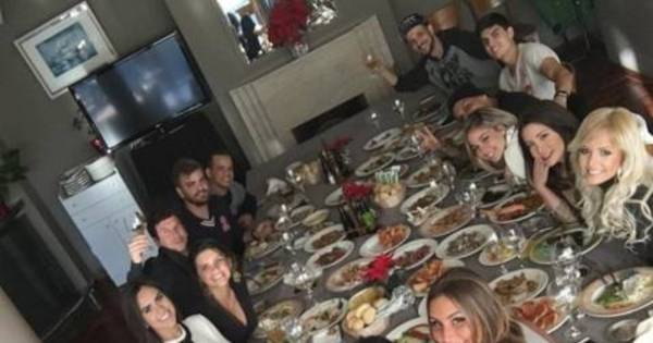 De volta a Barcelona, Neymar almoça acompanhado de ring girl do ...