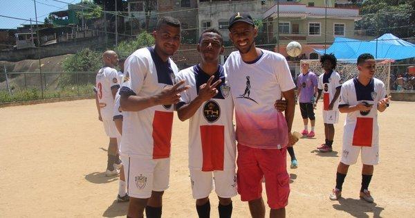 Nego do Borel reúne amigos em pelada beneficente - Fotos - R7 Pop