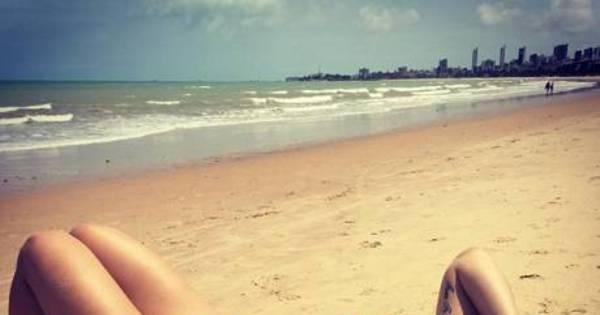 De férias do UFC, Bethe Correia exibe corpão na praia e se declara ...