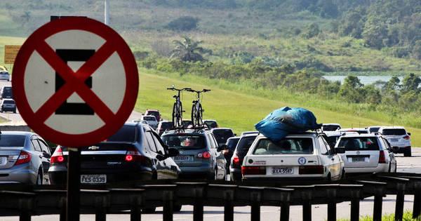 Motoristas enfrentam lentidão nas rodovias litorâneas de São Paulo ...