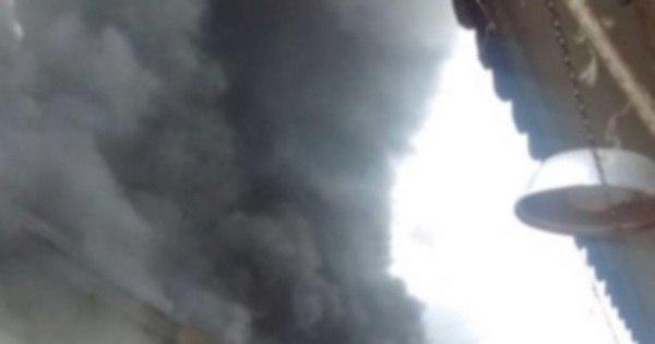 Loja pega fogo na região da Saara - Notícias - R7 Rio de Janeiro