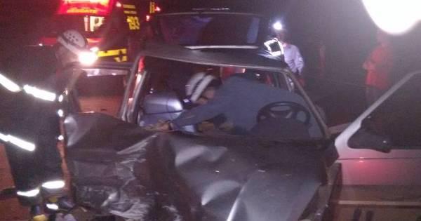 Motorista fica ferido em batida entre dois carros na região central de ...