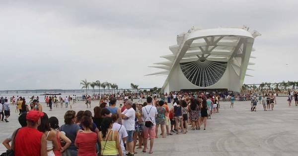 Turistas fazem longas filas no Museu do Amanhã e bondinho do ...