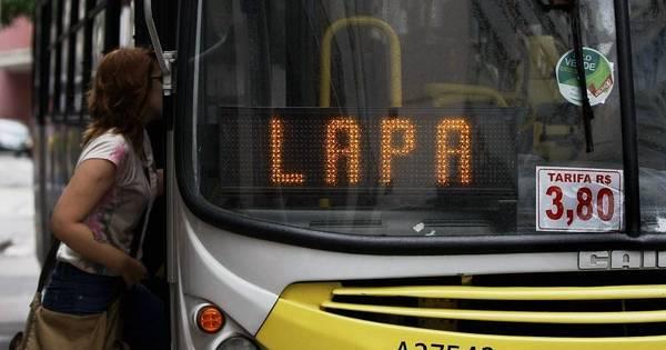 Rio tem primeiro dia útil com passagem de ônibus mais cara ...