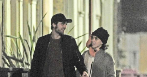 Robert Pattinson começa o ano em clima de romance com a ...