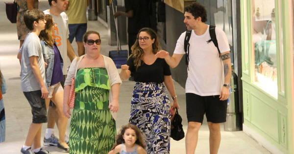 Filha de Maria Rita rouba a cena em passeio no shopping - Fotos ...