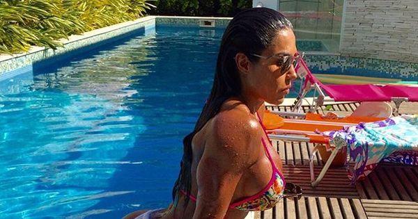 Verão chegou! Gracyanne Barbosa ostenta corpaço nas redes sociais