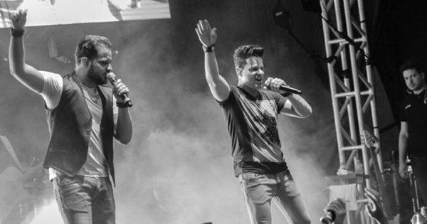 João Neto e Frederico cantam no Domingo Show e recebem ...