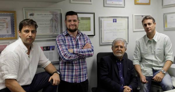 Equipe de jornalismo da Record comemora prêmio Rei da Espanha ...