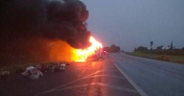 Ônibus pega fogo no meio de viagem para São Paulo - Notícias ...
