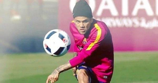 Após deixar o Barça, Daniel Alves se diz 'a ponto de fechar' com a ...