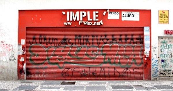 Lojas fecham as portas com queda nas vendas - Fotos - R7 Economia