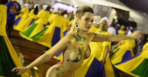 Musa da Manifestação dispensa fantasia e faz protesto nua no ...