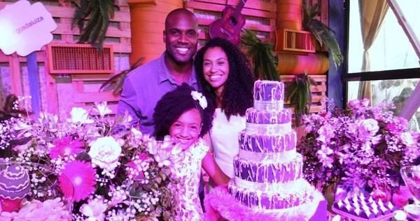 Filha de Rafael Zulu cai no choro durante festa de aniversário no ...