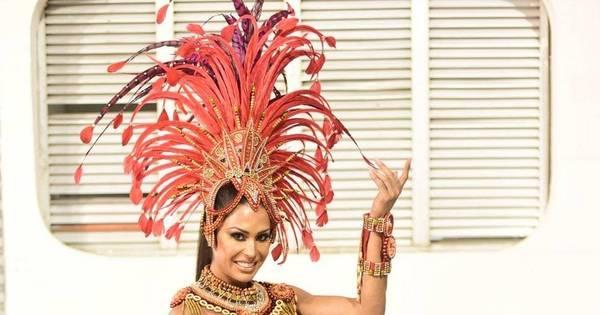 Gracyanne Barbosa deixa perna musculosa à mostra em ensaio da ...