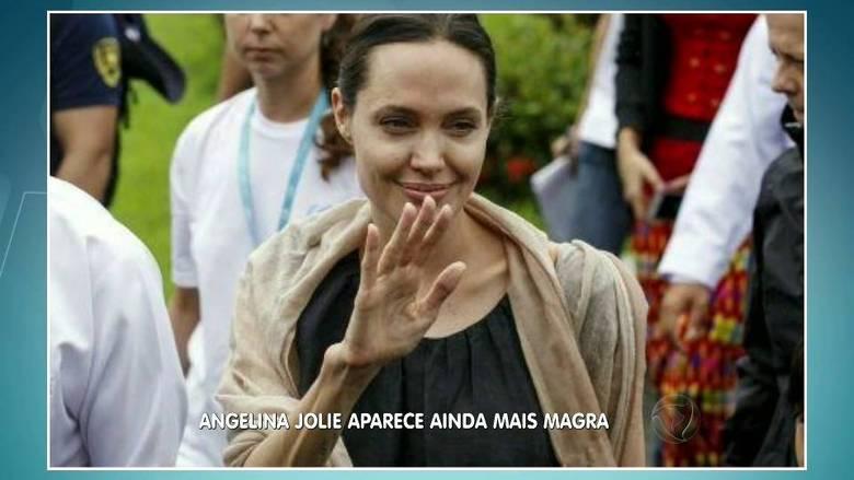 Já Angelina Jolie voltou a chamar a atenção por sua excessiva magreza ao comparecer ao lançamento do filme Kung Fu Panda 3. Segundo a imprensa americana, a atriz de 1,72 m estaria pesando apenas 37 kg!> Veja toda a programação da Record no R7 Play