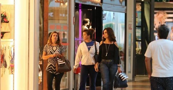Fátima Bernardes vai às compras com amigas em shopping do Rio ...