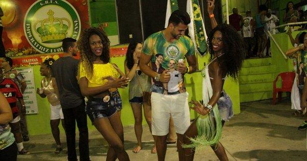 Sem Nicole Bahls, Marcelo Bimbi se arrisca no samba no meio das ...