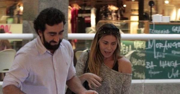 Sem maquiagem, Giovanna Antonelli passeia em shopping do Rio ...
