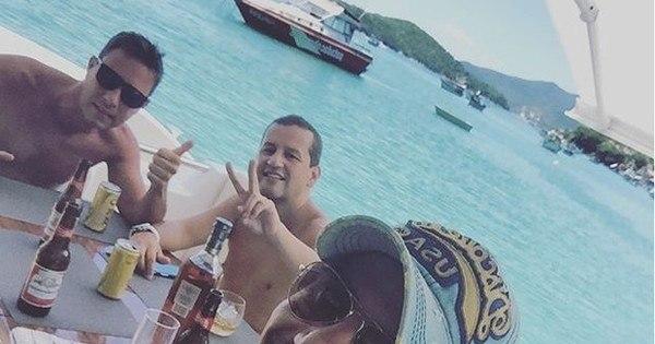 Ostentação: sertanejos Mariano e Bruno curtem férias em alto-mar ...