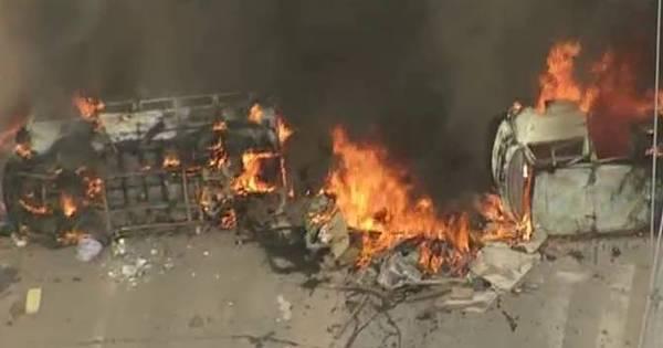 Moradores ateiam fogo em veículos durante manifestação na zona ...