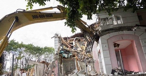 Cofre secreto é encontrado em demolição da casa de Pablo Escobar