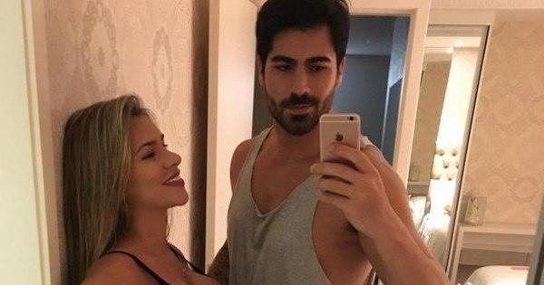 De lingerie e cueca, Adriana Sant'Anna e Rodrigão posam bem à ...