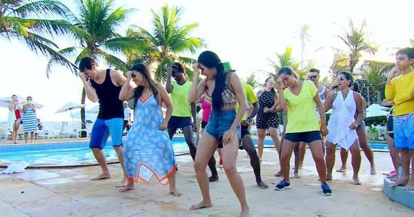 Rodrigo Faro canta e dança com Simone e Simaria em show na Bahia