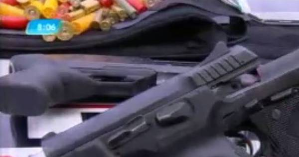 PM flagra quatro jovens com drogas e armas em casa de Contagem ...