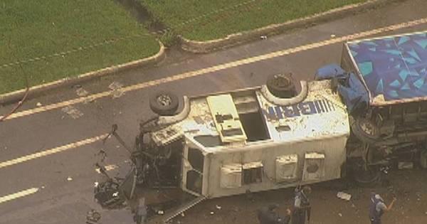 Acidente entre caminhão, carro-forte e van deixa 5 mortos em ...