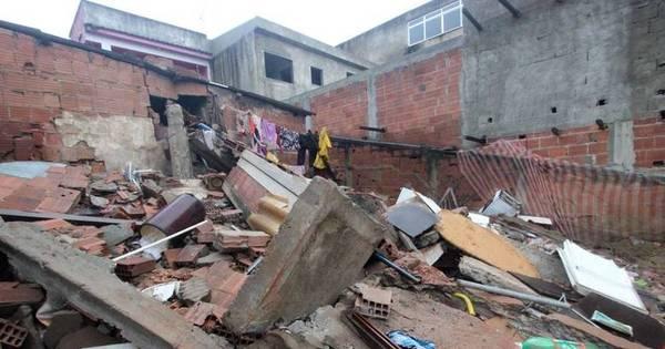Desabamento em Irajá: 4 casas são interditadas e bombeiros ...