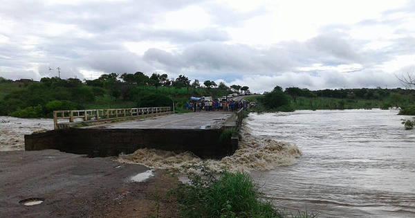 Rio Itapicuru sobe e parte de ponte desaba na BA-381 - Fotos - R7 ...
