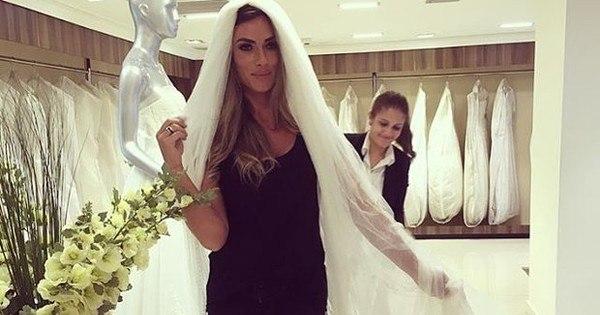 Após aparecer de aliança, Nicole Bahls escolhe véu de vestido de ...