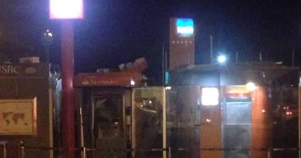 Grupo explode dois caixas eletrônicos no estacionamento do ...