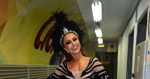 Sabrina Sato brilha com look justinho em ensaio da Gaviões da Fiel ...