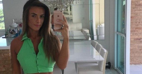 """Nicole Bahls mostra barriga sarada e comemora 10 kg a menos: """"Já ..."""