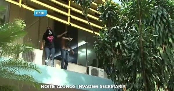 Manifestantes invadem Secretaria da Educação em Goiás - Notícias ...