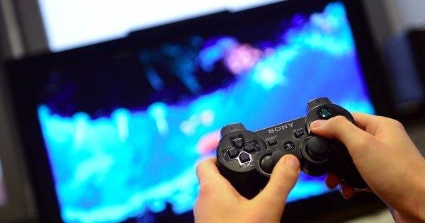 Homem quebra maxilar de namorada porque ela desligou videogame