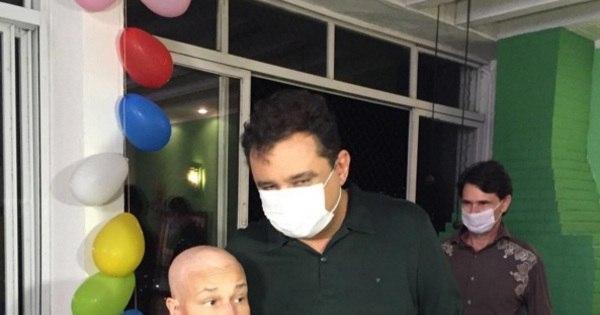 Cláudia Rodrigues reaparece sem os cabelos após cirurgia de ...